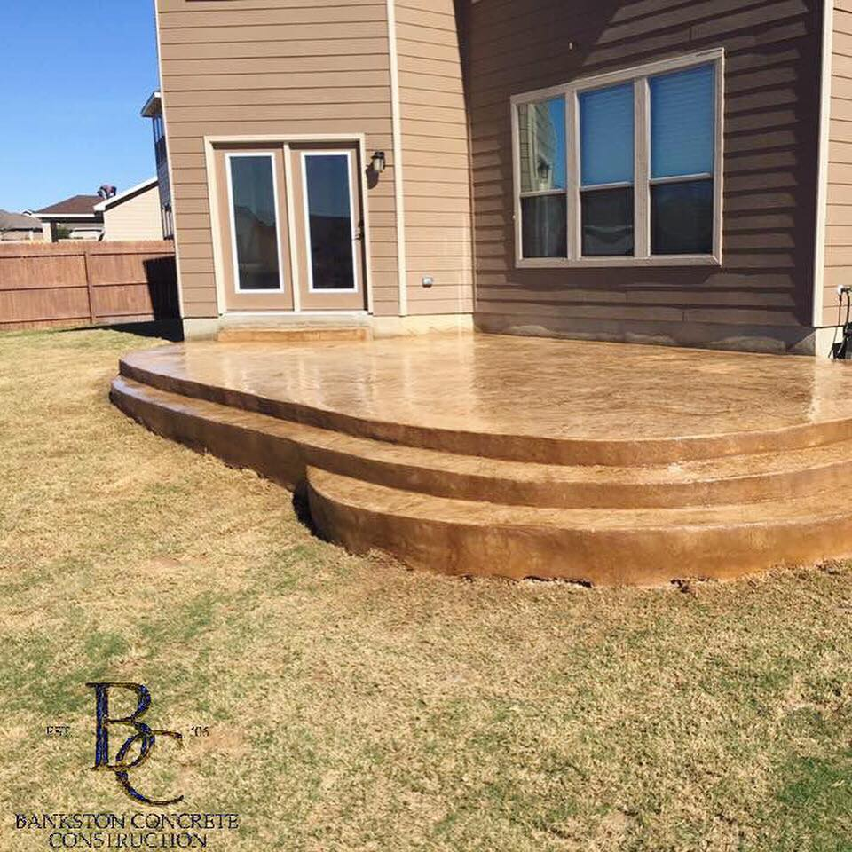 Concrete patio with built-in steps - Bankston Concrete in San Antonio, TX